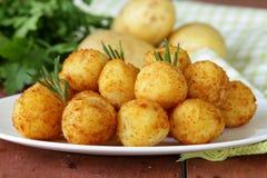 Den stekte potatisen klumpa ihop sig (kroketter) Arkivbild