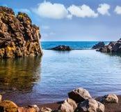 Den steniga kusten av Atlanticet Ocean Royaltyfri Foto