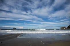 Den steniga kusten av Cornwall, England arkivbilder