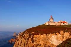 Den steniga kusten av den mest västra punkten i kontinentala Europa i Cabo Da Roca, Portugal Royaltyfria Bilder