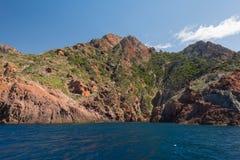 Den steniga kusten av det naturligt parkerar Scandola royaltyfria bilder