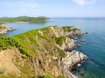 Den steniga kusten av havet av Japan Arkivbilder