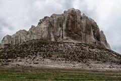 Den steniga outcropen lokaliseras i upperen som är cretaceous av universitetsläraren royaltyfri bild