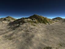 Den steniga terrängen som täckas med sand i mörk tid Arkivfoto