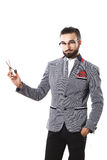 Den stilfulla grabben annonserar sax Frisyrbegrepp arkivbild