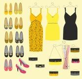 Den stilfulla klänningen skor och handväskor för flickor Royaltyfri Bild