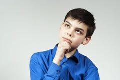 den stiliga pojken tänker Arkivbilder