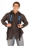 Den stiliga unga mannen med ryggsäcken som ler framdelen, tävlar Arkivfoto