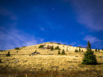 Den stjärnklara himlen på Velebit Arkivfoto