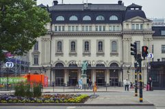 Den Stockholm centralstationen i Stockholm, Sverige, med statyn av Nils Ericson står framme Arkivfoto