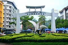 Den stora ägretthägerbågen i Tugu Peringatan, Kota Kinabalu, Malaysia Fotografering för Bildbyråer