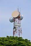 Den stora antennen står hög av kommunikation Royaltyfria Foton