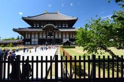Den stora Buddha Hall som sett från Tengai-måndag Todaiji buddistisk tempel nara japan Royaltyfri Foto