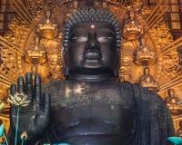 Den stora Buddha på den Todaiji templet i Nara Arkivbilder