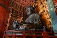 Den stora Buddha på den Todaiji templet i Nara Arkivfoton