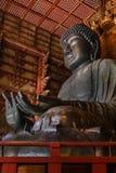 Den stora Buddha på den Todaiji templet i Nara Royaltyfri Fotografi