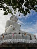 Den stora Buddha Phuket bevaras på Khao Nak Kerd royaltyfri foto