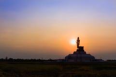 Den stora Buddhamonumentet parkerar Fotografering för Bildbyråer