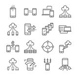 Den stora data och dataöverföringen gällde vektorlinjen symbolsuppsättning Innehåller sådana symboler som molnet, lagring och att Royaltyfria Foton