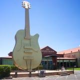 Den stora guld- gitarren Tamworth Australien Arkivbild