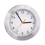 Den stora klockan visar fem minuter till tre Royaltyfri Foto