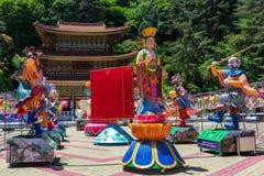 Den stora läraren Hall Daejosajeon av den koreanska buddistiska templet Guinsa med många diagram för att festivalen ska fira Budd arkivbilder