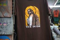 Den stora Lebowskien på en T-tröja royaltyfria bilder