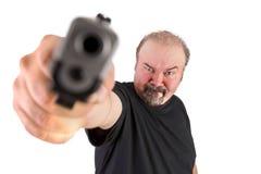 Den stora mannen pekade på ett vapen till din hjärna royaltyfria foton
