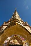 Den stora pagoden i Wat Phra Dhat Phasornkaew Arkivbilder