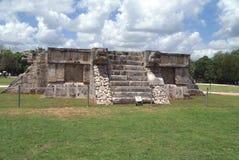 Den stora plazaen Venus Platform i Chichen Itza, Mexico Fotografering för Bildbyråer