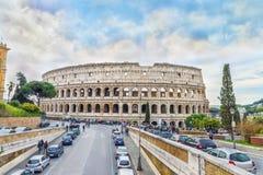 Den stora Roman Colosseum (coliseumen, Colosseo) också som är bekant som Flavian Amphitheatre Royaltyfri Bild