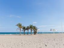 Den stora sandiga stranden av Alicante, Spanien Royaltyfri Fotografi