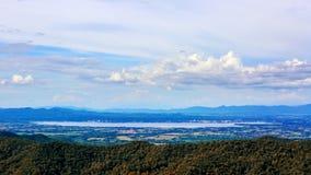 Den stora sjön i Phayao Thailand namngav Kwan Phayao som fiskar lantgården royaltyfri bild