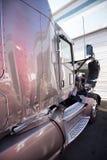 Den stora skadade halva lastbilen kraschade i en olycka Royaltyfria Bilder