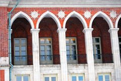 Den stora slotten i Tsaritsyno parkerar i Moskva Arkivfoton