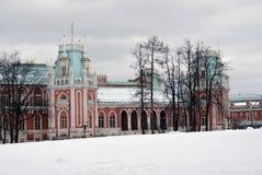 Den stora slotten i Tsaritsyno parkerar i Moskva Arkivfoto