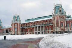 Den stora slotten i Tsaritsyno parkerar i Moskva Royaltyfria Bilder