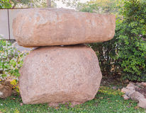 Den stora stenen i parkera runt om den offentliga Phuket stora Buddha parkerar område Arkivbild