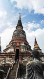 Den stora templet har en lång hög trappa Royaltyfri Bild