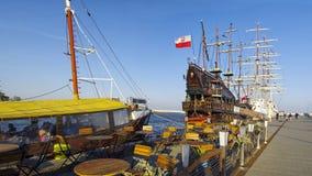 Den stora träseglingspansk gallion för turist reser i Gdynia port över Östersjön arkivbild