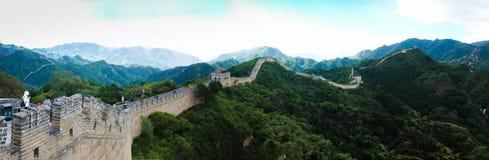 Den stora väggen av Kina i panoramautsikt arkivfoto