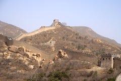 Den stora väggen av Kina längs ett berg Ridge Arkivfoto