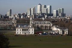Den storartade sikten från den Greenwich observatoriet som tar i sikt liksom hamnkvarter och stad i London Arkivbilder