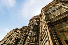 Den storslagna fasaden av domkyrkan Santa Maria del Fiore arkivfoto