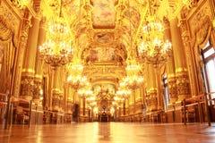 Den storslagna foajén av Palais Garnier royaltyfri fotografi