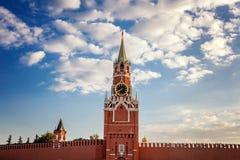 Den storslagna Kremlslott- och Kremlväggen 100f 2 8 28 för kameraafton f för 301 ai velvia för sommar för nikon s för fujichrome  Arkivfoton