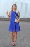 Den storslagna slamen för två gånger poserar mästaren Angelique Kerber av Tyskland med den ingen WTAEN 1 trofé Arkivfoton