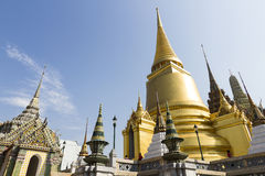 Den storslagna slott- och Emerald Buddha templet - Bangkok Arkivbild