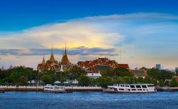 Den storslagna slotten & Emerald Buddha Temple, Bangkok, Thailand. gränsmärke av Bangkok, Thailand. Royaltyfri Foto