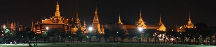 Den storslagna slotten och templet av Emerald Buddha Royaltyfri Foto